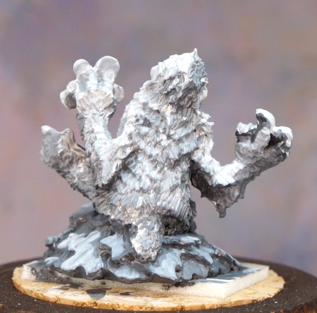 Yeti grisaille back