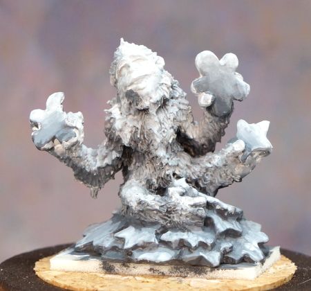 Yeti grisaille front