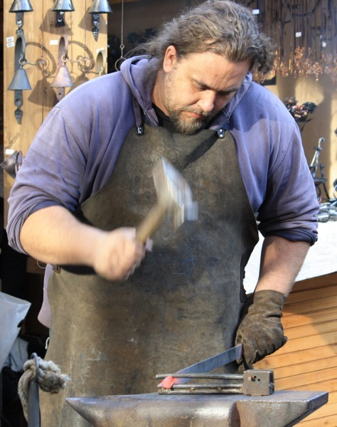 Kovář při práci Velikonoční trhy na Václavském náměstí 055 2000
